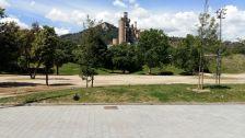Espai on s'ubicarà la nova zona de jocs al Parc de les Aigües