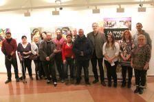 Fotografia de família de les persones que han participat a 'La mirada de l'altre'