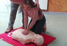 Alumna de la càpsula formativa de primers auxilis