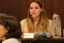 La regidora Mar Sempere durant l'explicació del PLIS al Ple