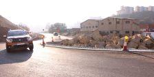 La rotonda d'accés a Can Cuiàs des de la N-150